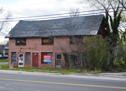 Former restaurant/bar with liquor license!!