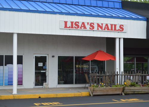 Fully equipped nail salon for lease!
